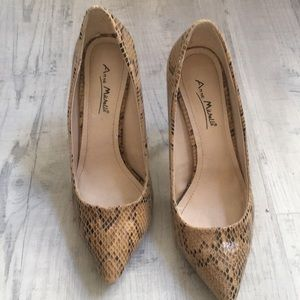 👠 A Faux Pair of Snake Skin Pumps👠.....